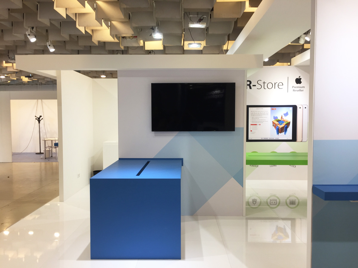 r-store stand